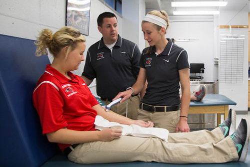 athletic training students treating a student